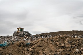 Arlington-Landfill-pushing-garbage_2936